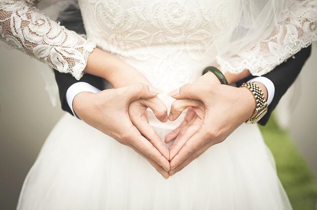 Als Ehepaar sparen sie bei der Steuererklärung viel Geld - vor allem, wenn nur ein Partner verdient.