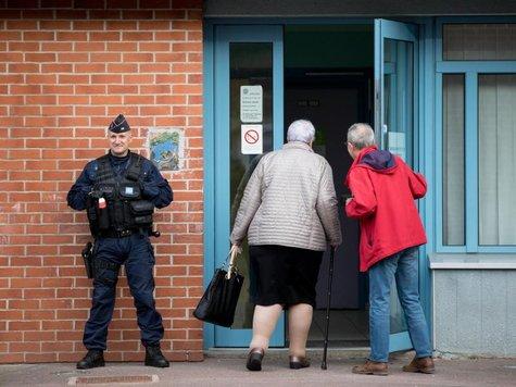 Die Wahl findet unter strengen Sicherheitsvorkehrungen statt. Foto: Kay Nietfeld