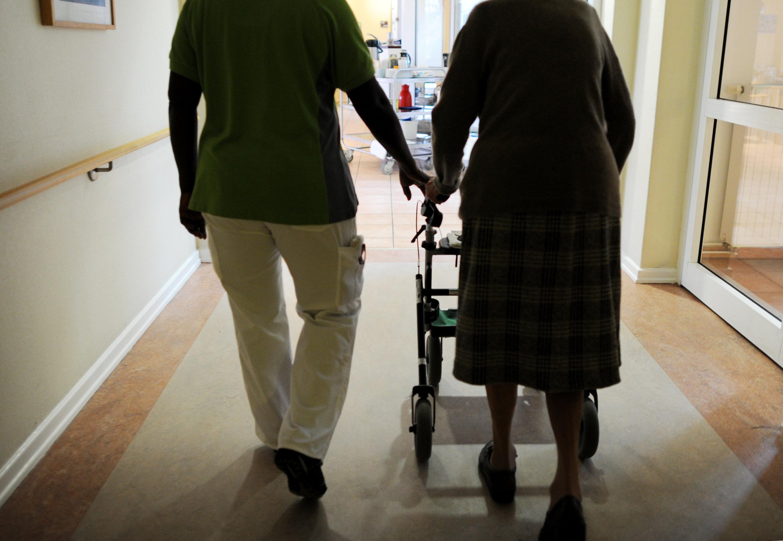 Mindestlohn für Pflegekräfte steigt ab 2018