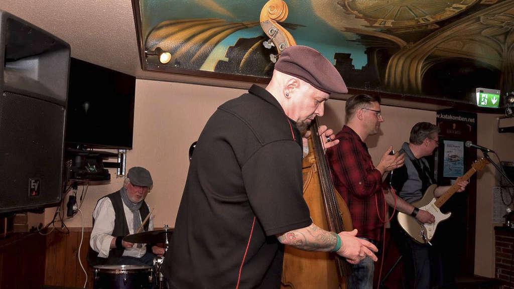 Auch Kontrabass hatten die Musiker im Programm.
