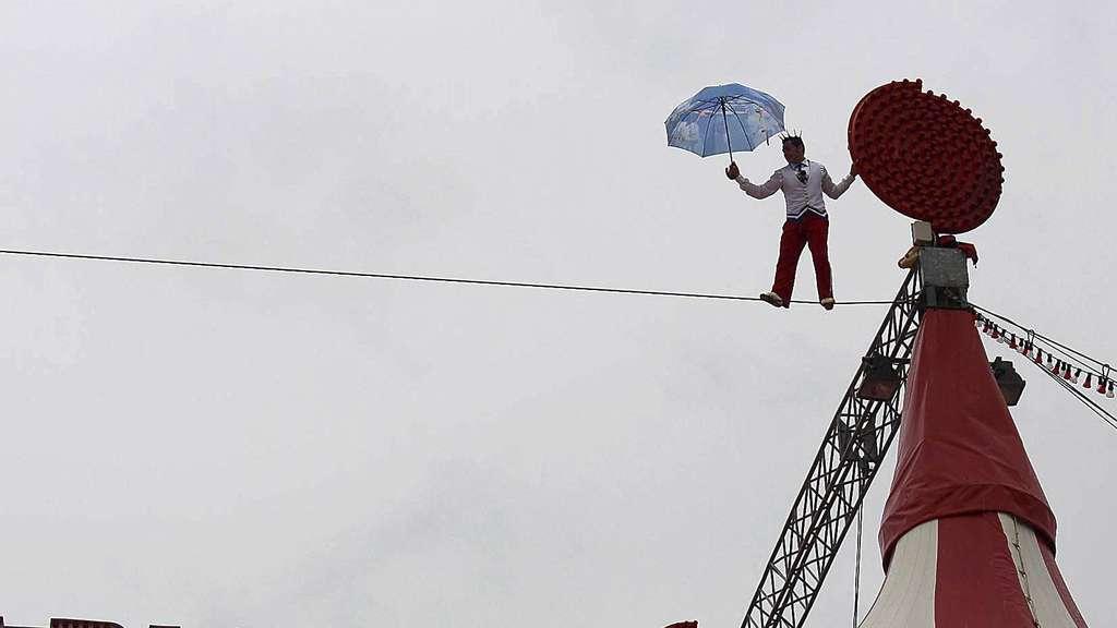 Zirkus Charles Knie auf der Bürgerweide in Bremen: Ein waghalsiges ...