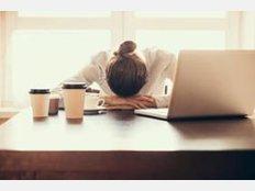 In vielen Berufen schlägt den Mitarbeitern der hohe Stresslevel aufs Gemüt. Unsere Fotostrecke zeigt, in welchen Jobs überdurchschnittlich viele Menschen aufgrund von Depressionen krank geschrieben werden (Quelle: TK Depressionsatlas).