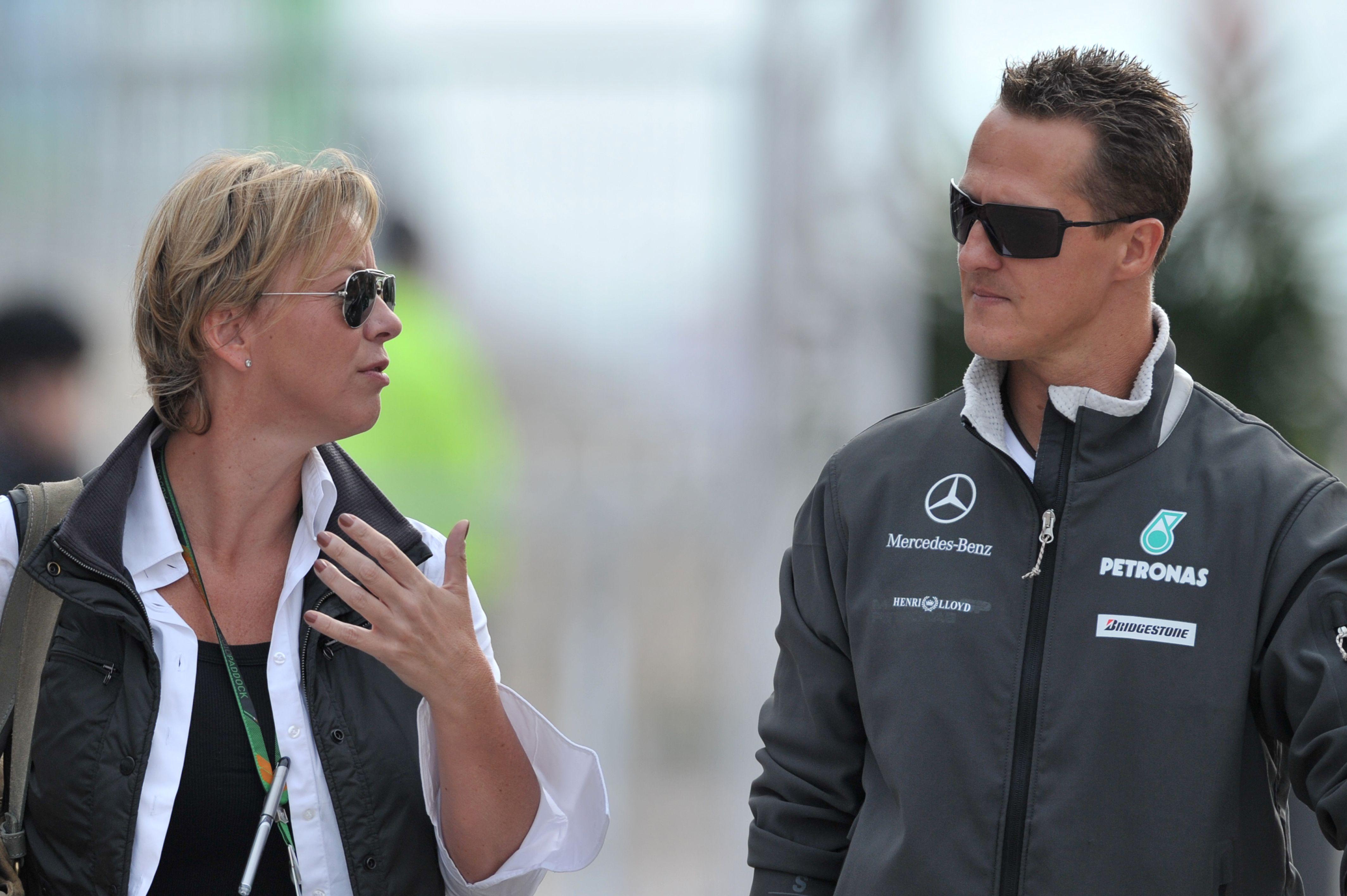 Sabine Kehm (l.) und Michael Schumacher bei Großen Preis von Südkorea am24.10.2010.