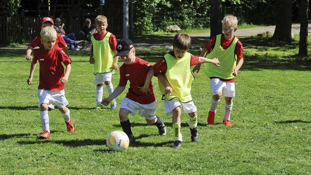Fussballspielen