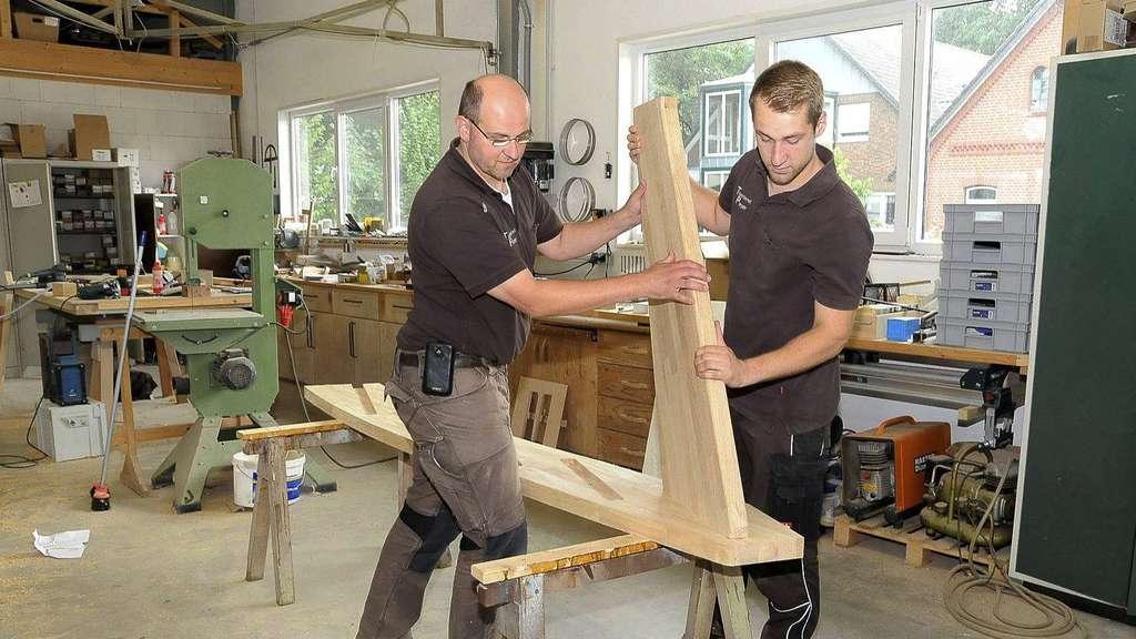 marc depken hat bei firma pieper gelernt das war der richtige schritt tischler ist mein beruf. Black Bedroom Furniture Sets. Home Design Ideas