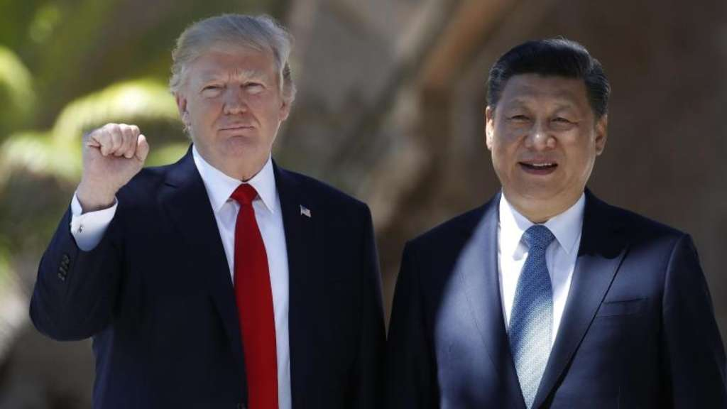 US-Präsident Donald Trump und Chinas Staatschef Xi Jinping sprechen im April in Trumps Domizil Mar-a-Lago in Palm Beach. Foto: Alex Brandon