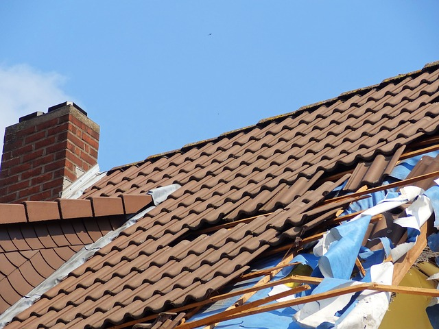 Meist sieht man den Schaden am eigenen Haus erst, wenn das Unwetter vorbeigezogen ist. Dann ist das Entsetzen oft groß.