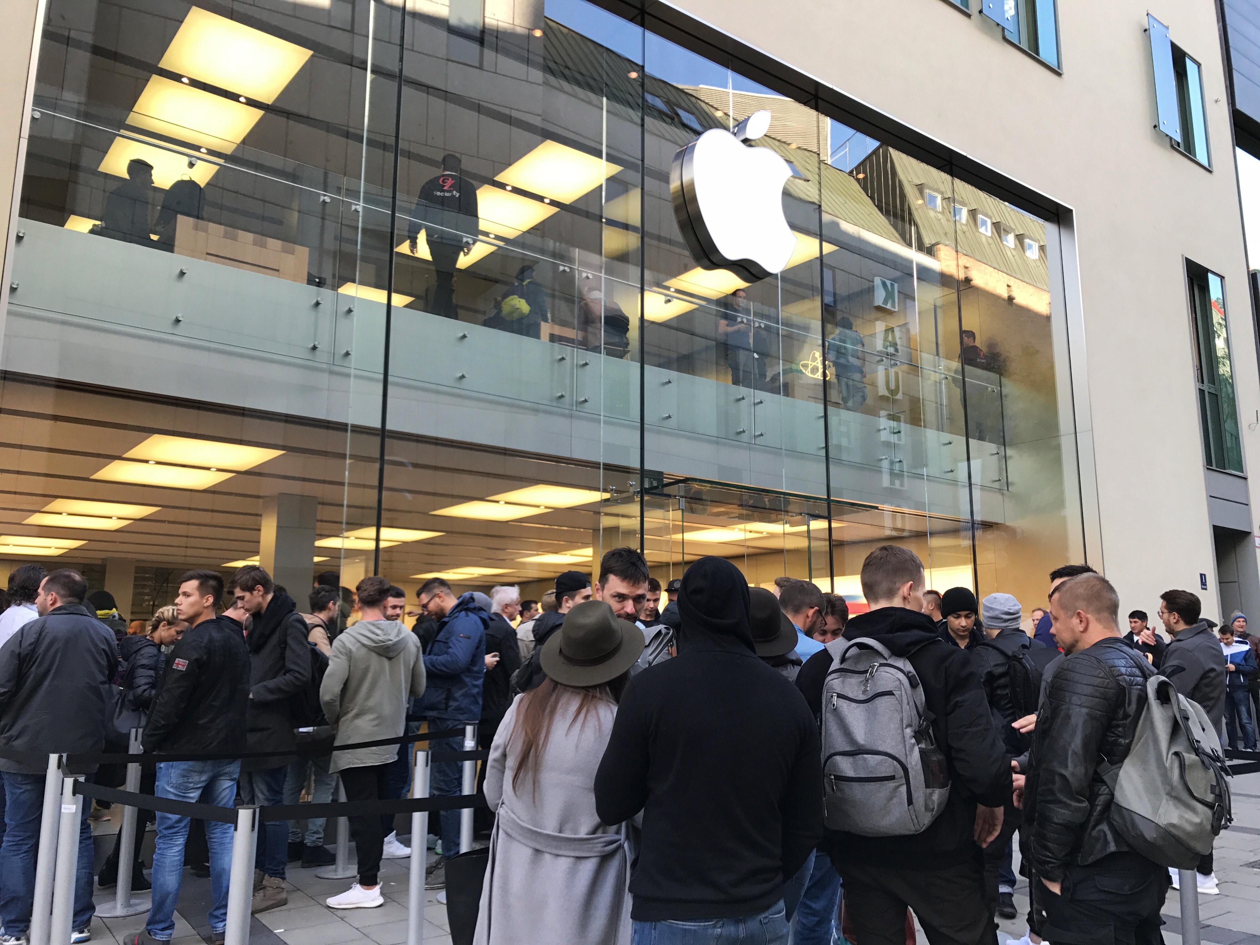 iPhone 8: Verkaufsstart in München - Kunde mit überraschender Aussage