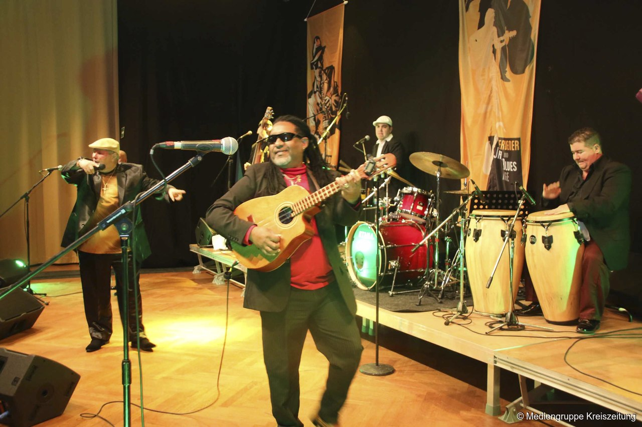Top-Act Soneros de Verdad aus Kuba heizen dem Publikum in der Aula ...