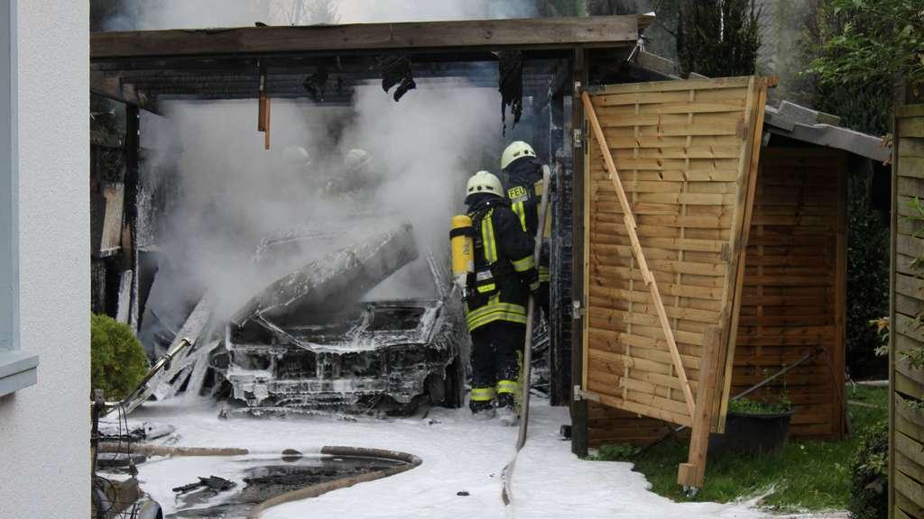 Carport, Auto und Schuppen in Twistringen brennen aus | Twistringen