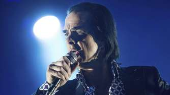 Vom Menschen der Dunkelheit zum Messias: Nick Cave & The Bad Seeds in Hamburg