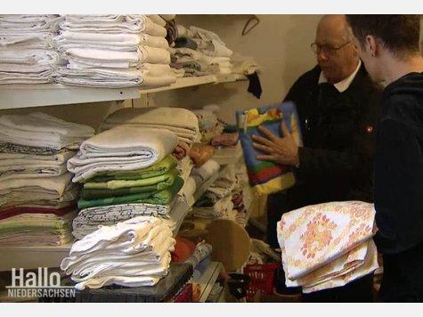 Flüchtlingsfamilie kauft für zwei Euro Bettwäsche  und macht sensationellen Fund