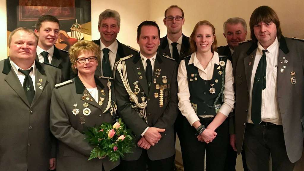 Die geehrten und gewählten Mitglieder. - Foto: Schützenverein Engeln