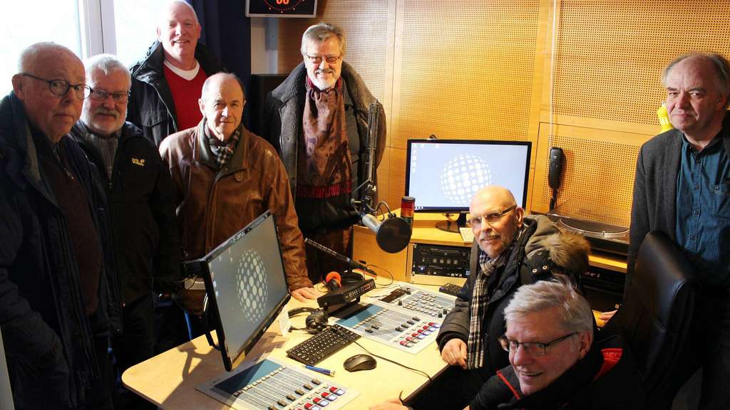 Ortsbegehung bei Radio Weser TV in Achim (v.l.): Günther Meyer, Günter Heil, Wolfgang Mindermann, Hartmut Bleckwenn, Enno Volckmer, Dietmar Gode, Hermann Wahlers und Nicol Maillard. - Foto: ldu