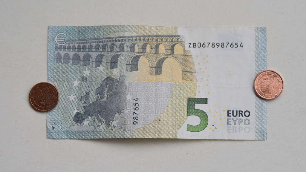 Krass Mann Findet Extrem Seltenen 5 Euro Schein Das Hat Er Vor Geld