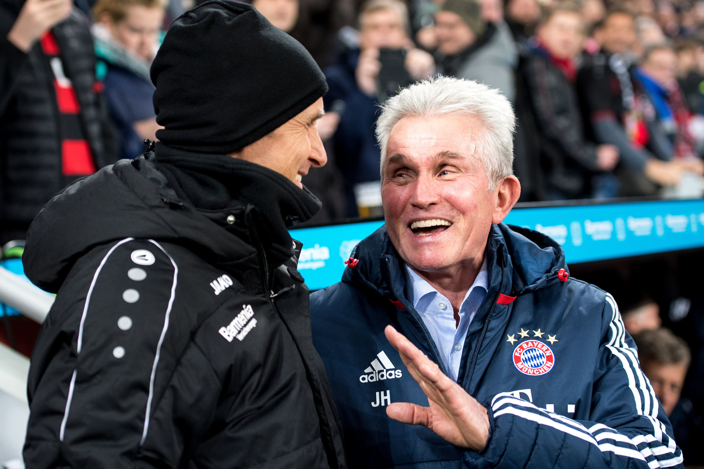 """Leverkusen-Coach Heiko Herrlich (l) und Jupp Heynckes: """"Keiner weiß das besser als er"""