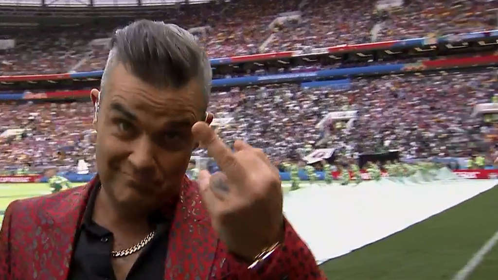Robbie Williams zeigte den Mittelfinger in die Kamera.