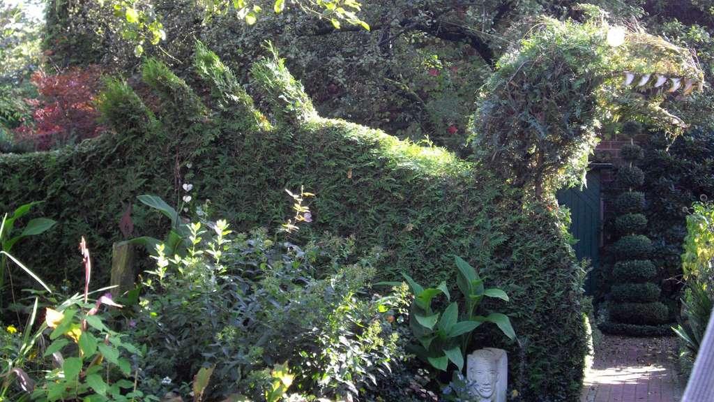 Heidekreis über Zäune Schauen Lädt Zum Besuch Von Gärten Ein