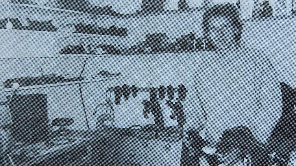 3f42ea193f Ein Foto aus einem Bericht der Kreiszeitung zur Eröffnung der  Reparaturwerkstatt in