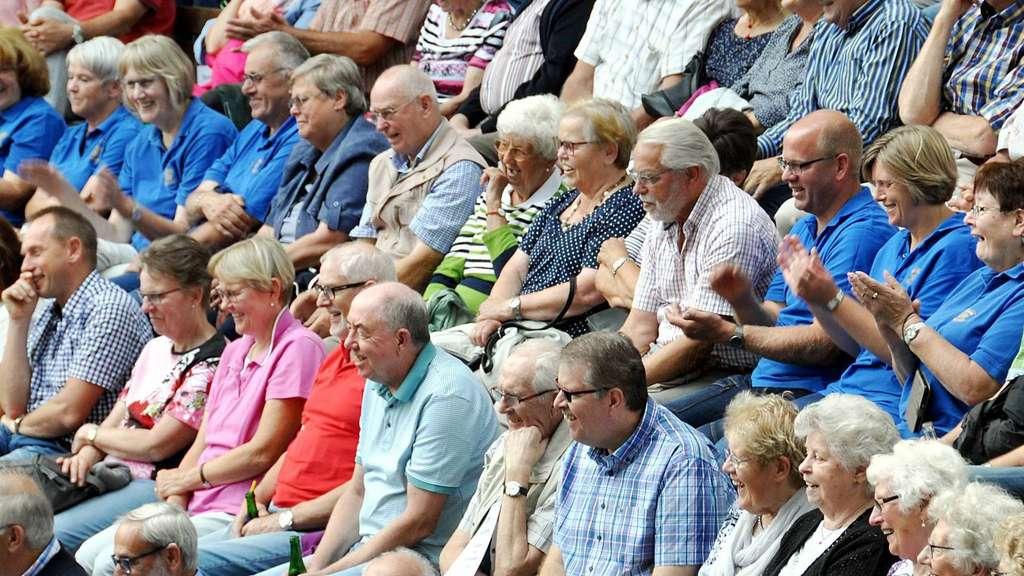 Die Premiere war schon nicht schlecht besucht, am Sonntag war die Freilichtbühne Daverden aber so richtig schön voll.