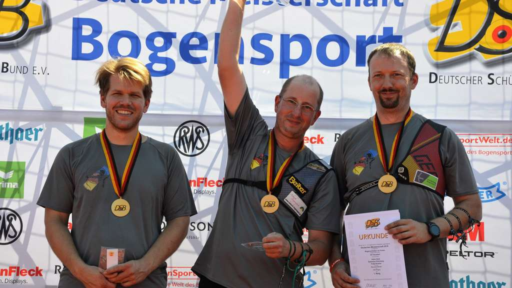 Sicherten sich im Teamwettbewerb die Deutsche Meisterschaft, von links: Dauelsens Fritjof Kreher, Sebastian Rohrberg und Heiko Keib.J Foto: Eckhard Frerichs