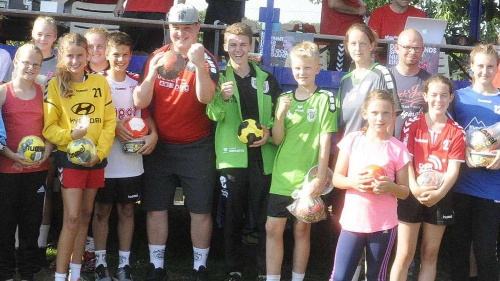 Freude pur: Alle Sieger stellten sich nach dem Aller-Weser-Cup zum Gruppenbild auf.J Foto: Lakemann