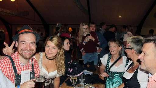 Schwitscher Oktoberfest mit vielen Gästen und
