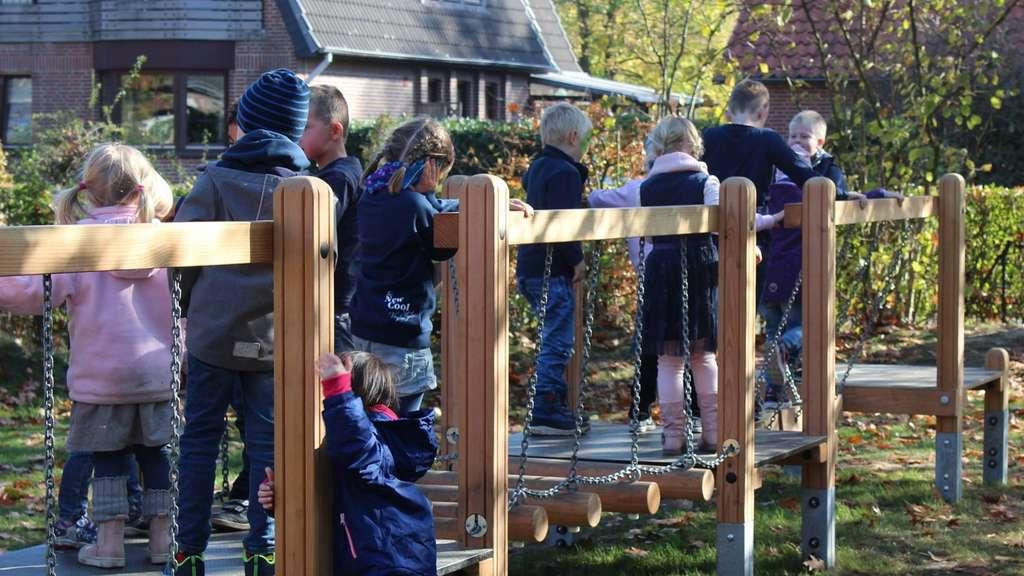 Klettergerüst Traktor : Herbstfest im kindergarten u201ekinderreichu201c bassum: freude über neues