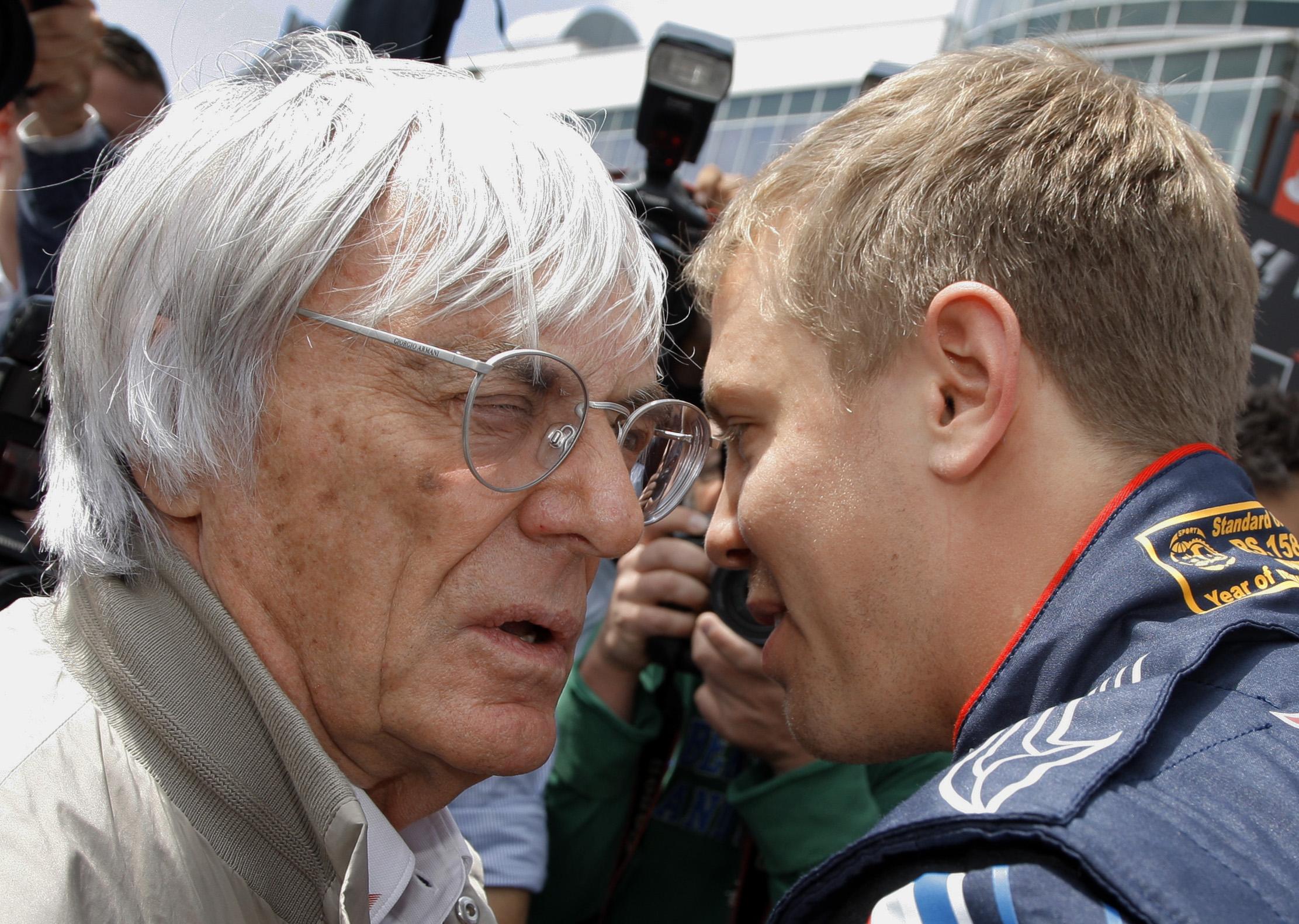 Sebastian Vettel und der ehemalige Formel-1-Boss Bernie Ecclestone im Gespräch.