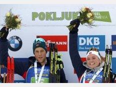 Die norwegischen Sieger der Single-Mixed-Staffel beim Biathlon-Weltcup in Pokljuka.