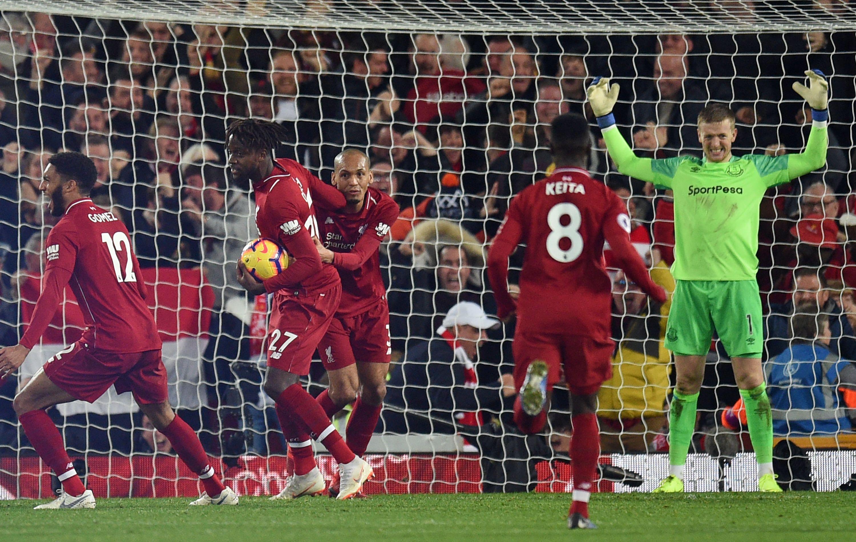 """Die""""Reds"""" außer Rand und Band: Der FC Liverpool bejubelt den Last-Minute-Treffer von Divock Origi (2. v. l.) im Derby gegen den FC Everton."""