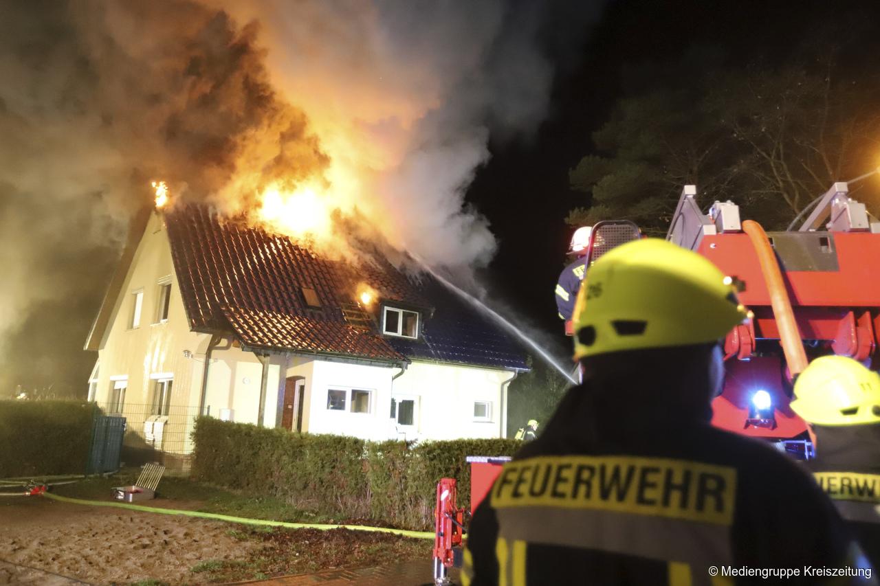 Ist Weihnachten Am 24 Oder 25.Einfamilienhaus In Achim Uesen Brennt Heiligabend Nieder Polizei