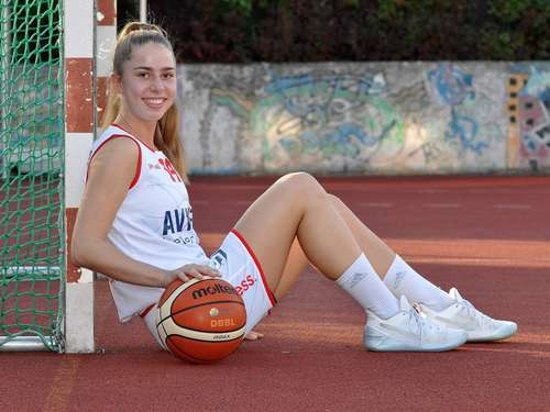 Lotta Stach (Avides Hurricanes, Basketball)
