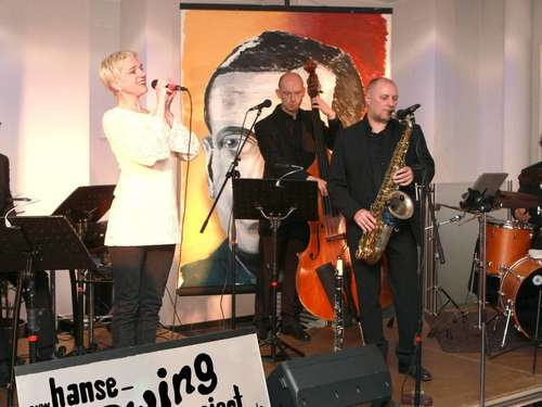 "90 Fans zum ""Jailhouse - Night & Day"" in der Volksbank Bassum"