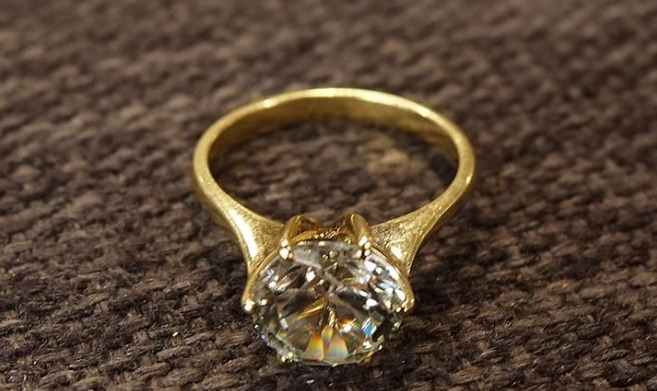 Dieser Ring sorgte bei einem Ehepaarfür eine böse Überraschung.