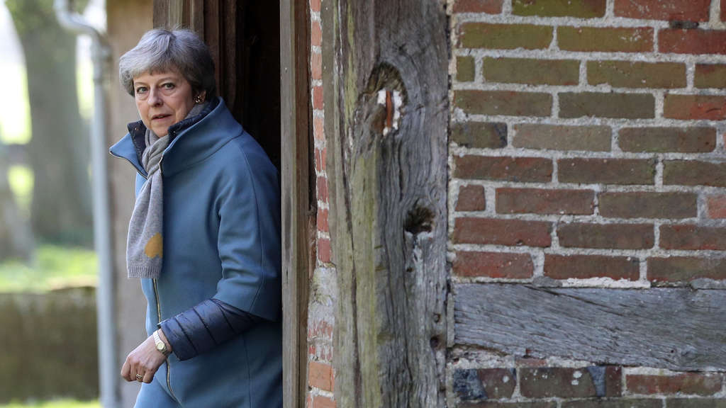 Theresa May besucht Gottesdienst