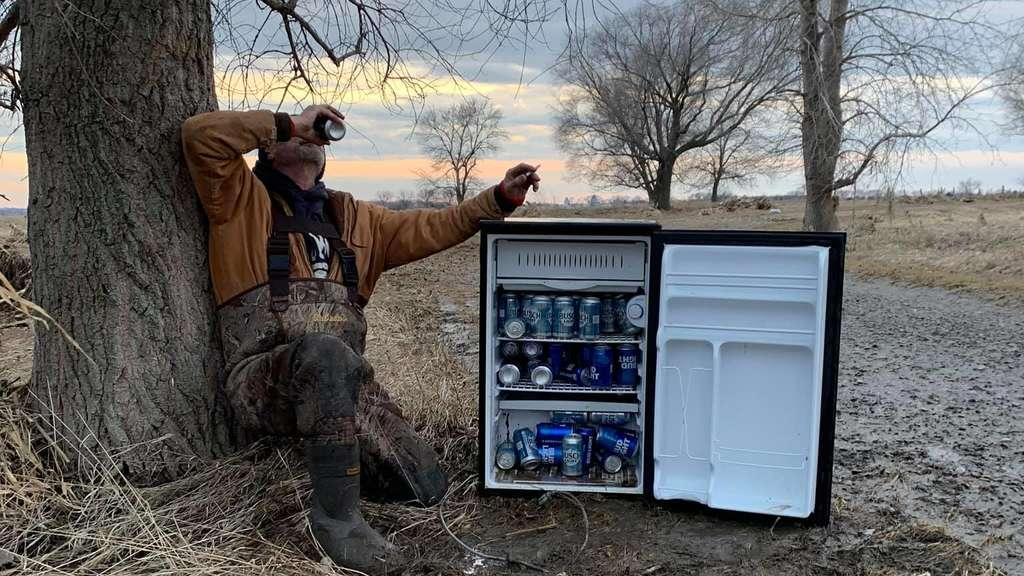 Auto Kühlschrank Kleinanzeigen : Männer finden in nebraska kühlschrank voll mit bier u2013 mitten