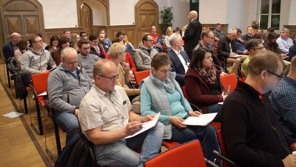 Großes Interesse herrschte am Reklamation-Seminar der Wirtschaftsförderung im Rittersaal des Amtshofes in Lemförde. Fotos: Brauns-Bömermann