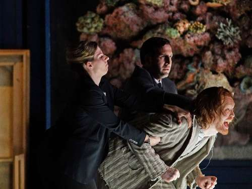 "Staatsoper Hamburg zeigt ""Lessons in Love and Violence"""