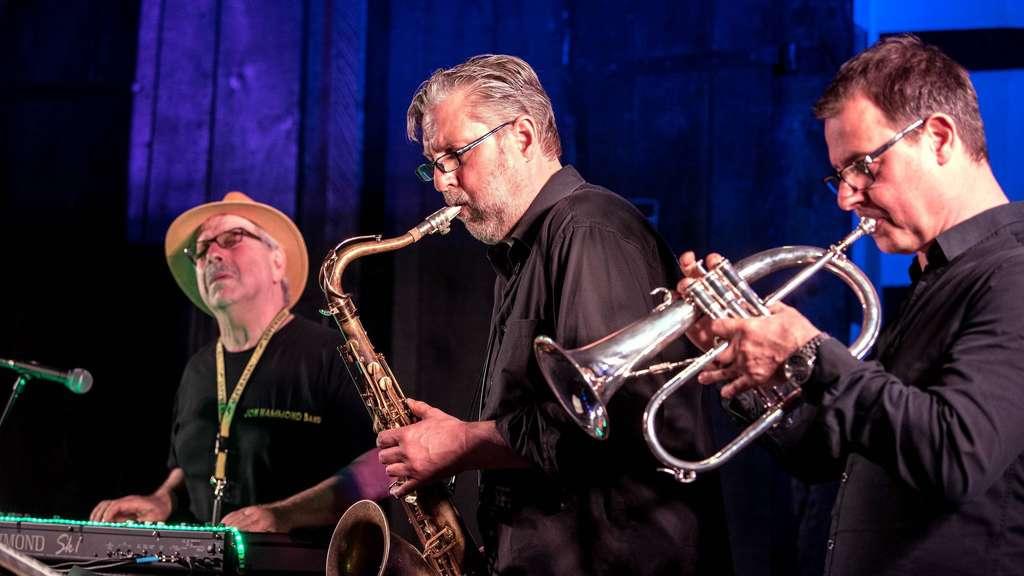 Der Saxofonist der NDR-Bigband, Frank Delle, und Michael Leuschner, Leiter des Jugendjazzorchesters Mecklenburg-Vorpommern am Flügelhorn, waren gefordert, ihr Können unter Beweis zu stellen. Fotos: Heyne