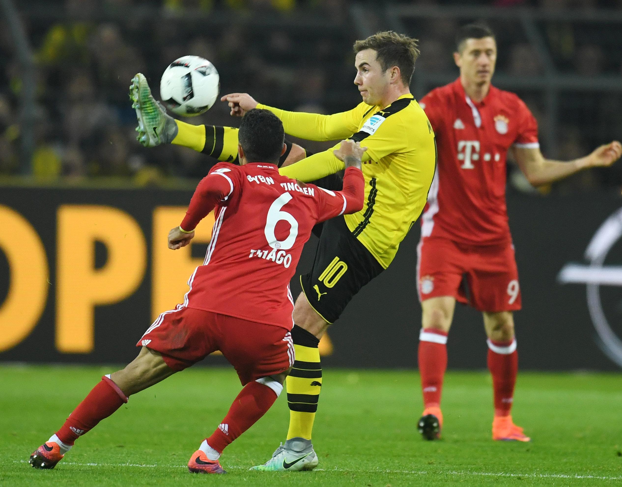 Schmausen statt kicken: Mario Götze pflegt immer noch ein gutes Verhältnis zu seinen ehemaligen Teamkameraden.