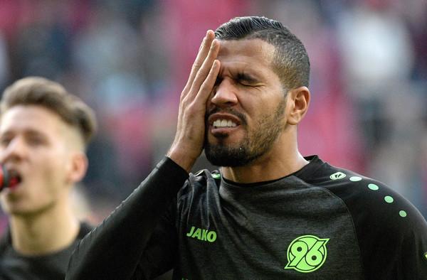 Jonathas baute vor dem Abstieg mit Hannvoer 96 in die Zweite Liga einen schweren Unfall.