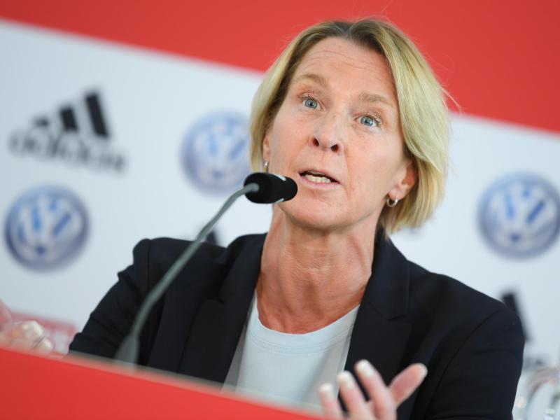 Bangt um ihre Stammtorhüterin: Frauen-Bundestrainerin Martina Voss-Tecklenburg. Foto: Arne Dedert