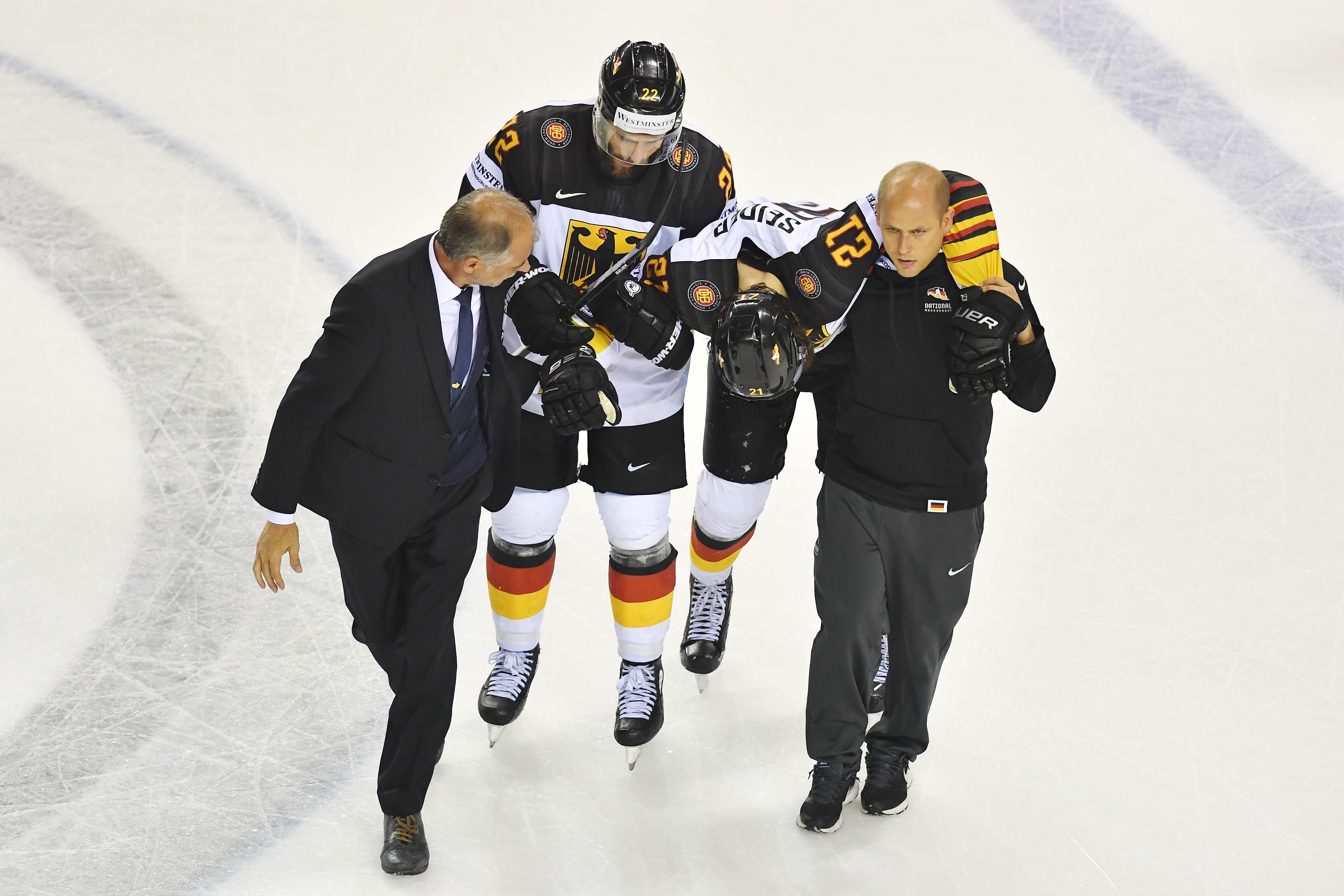 Nur mit Hilfe konnte Moritz Seider das Eis verlassen.