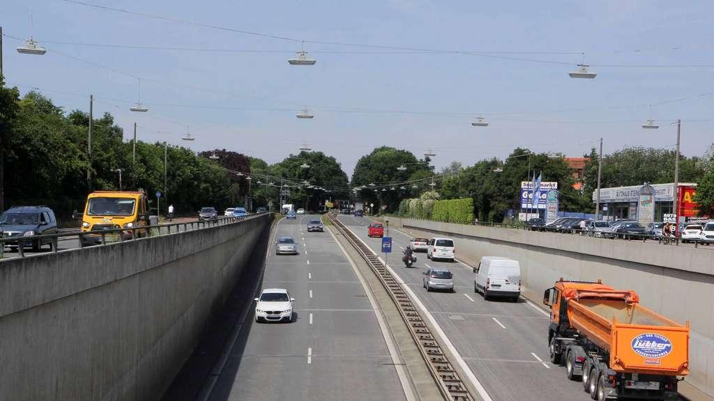 Die Unterführung an der Neuenlander Straße wäre laut BI-Sprecher Norbert Breeger für drei Jahre voll gesperrt, sollte das Teilstück der A 281 wie geplant gebaut werden. Das hätte gravierende Folgen für den Verkehrsfluss. Foto: KOLLER