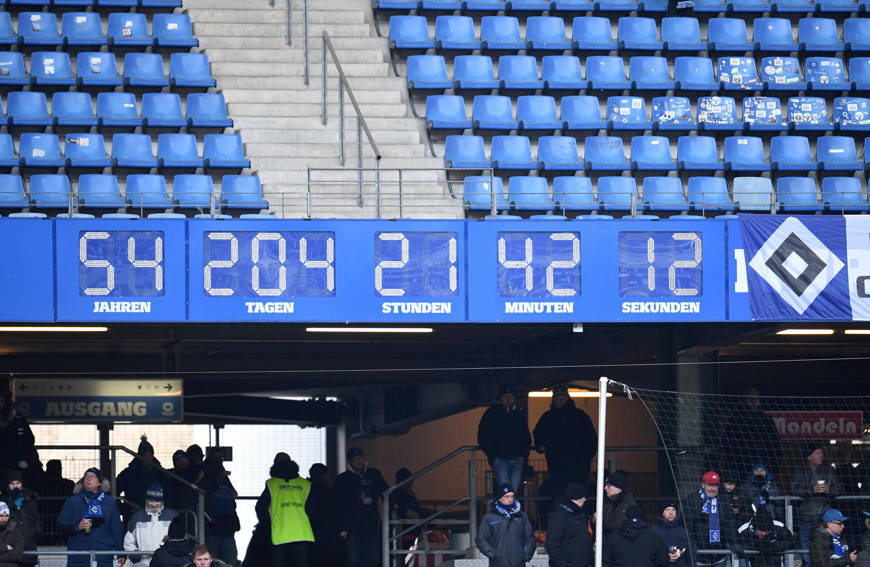 Die Zeit für die legendäre Uhr im Hamburger Volksparkstadion ist abgelaufen.