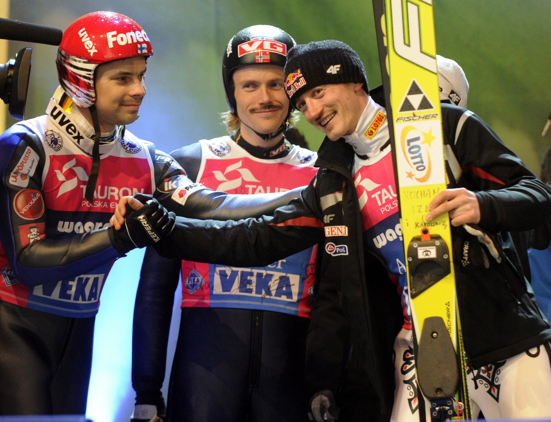Drei Legenden unter sich: Matti Hautamaekki (links), Björn Einar Romören (mitte) und Adam Malysz (rechts). Foto aus dem Jahr 2011.