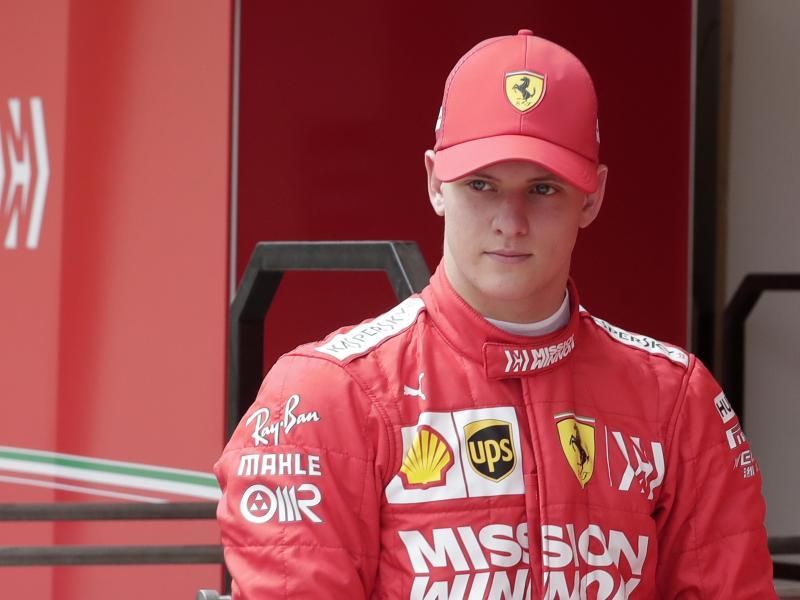 Mick Schumacher wird auf dem Hockenheimring in den Ferrari F2004 seines Vaters steigen. Foto:Hassan Ammar/AP