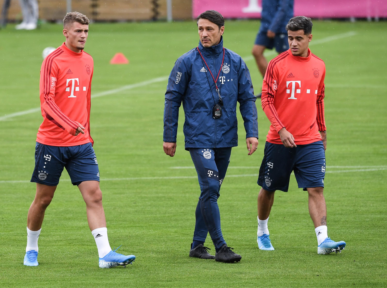 Michael Cuisance (l.) beim ersten Training mit dem FC Bayern.