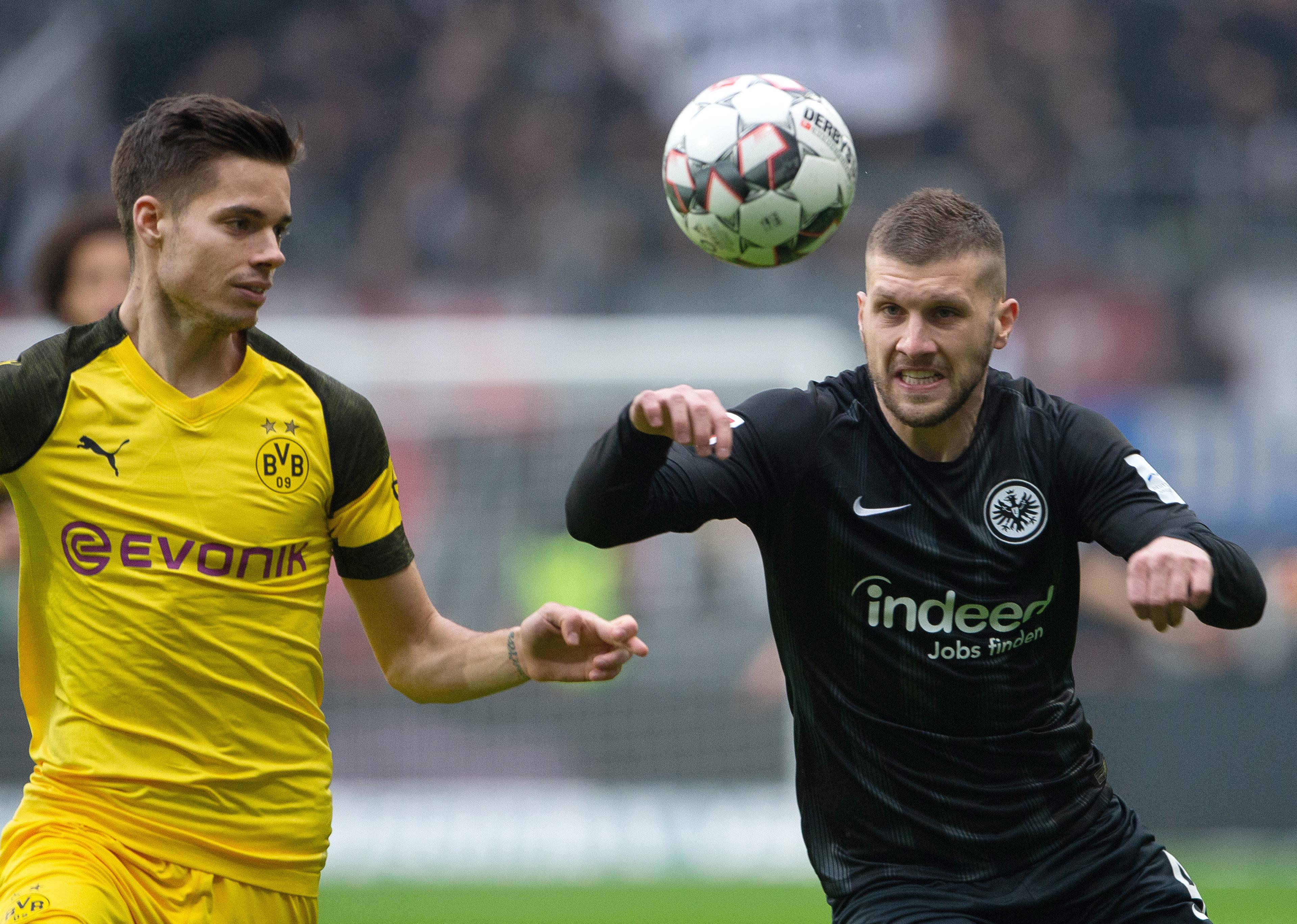 Dortmunds Julian Weigl (l.) und Frankfurts Ante Rebic.